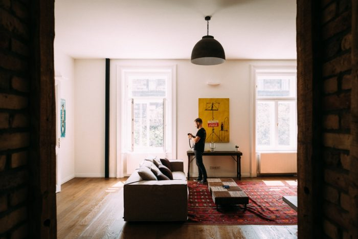 Use apartment decorating tips to help your move go more smoothly.