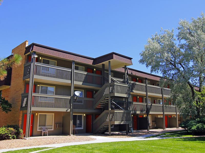 Exterior | 3300 Tamarac Apartments Denver, Co