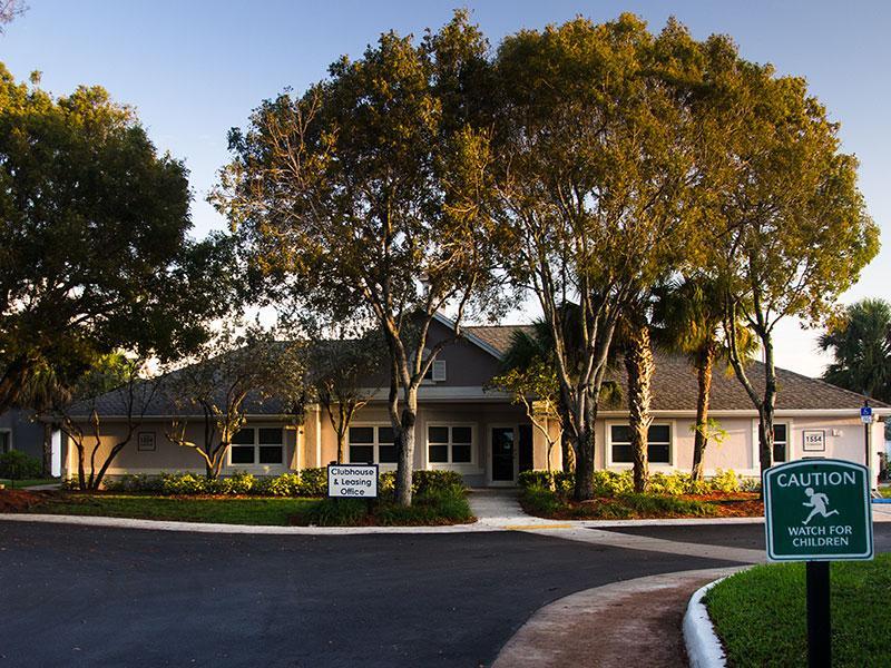 Phoenix Apartments in Homestead, FL