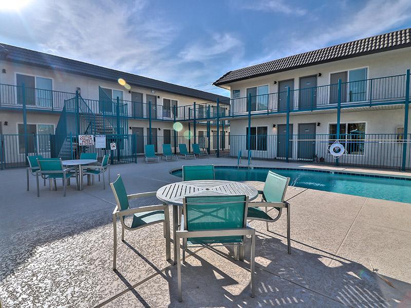 Poolside Furniture | Plaza 550