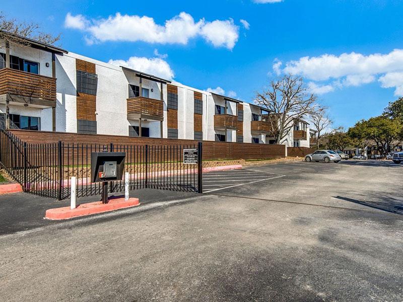 Sky Vue | Apartment Exterior | Apartments San Antonio
