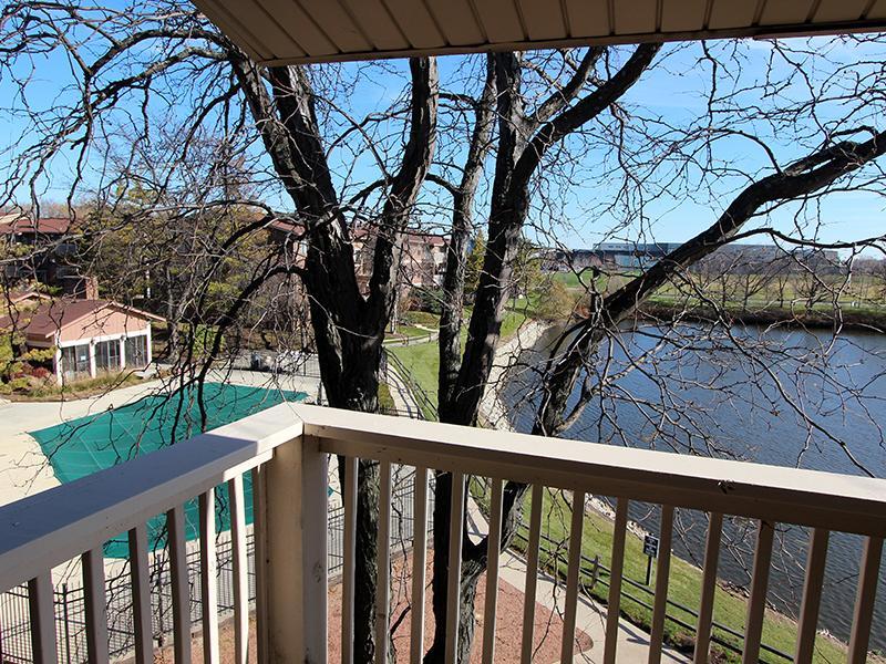 Lakeside Apartments in Wheaton, IL