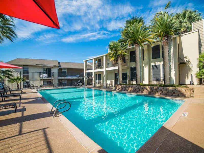 San Antonio Station   Beautiful Swimming Pool   San Antonio Apartments