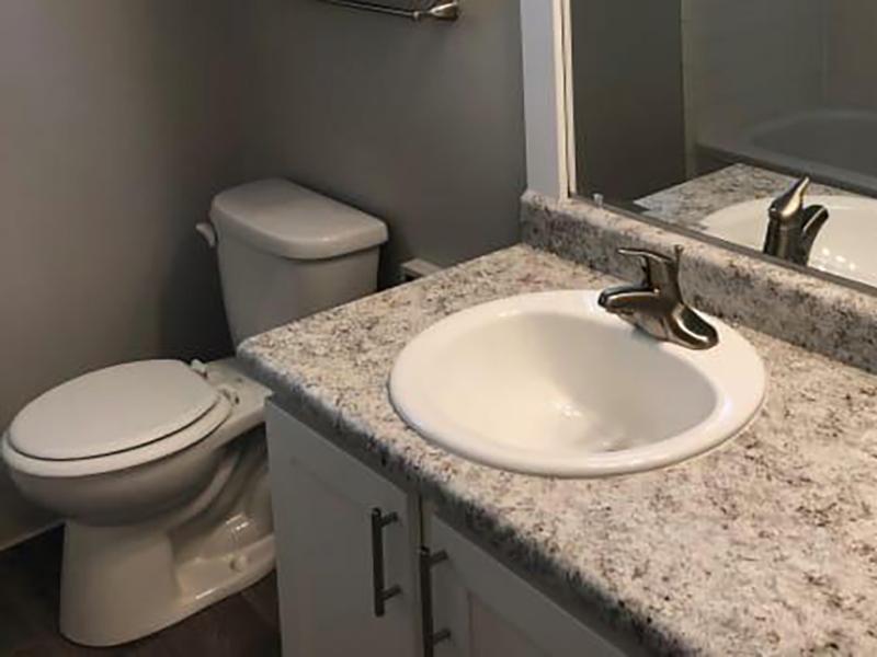 Bathroom   Eagle Crest Apartments