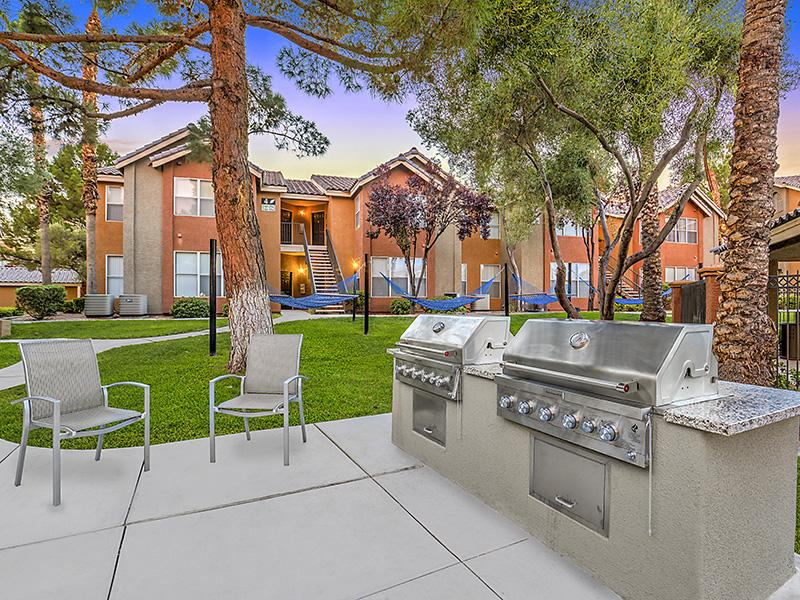 BBQ Areas | Palms at Peccole Ranch Las Vegas Apartments