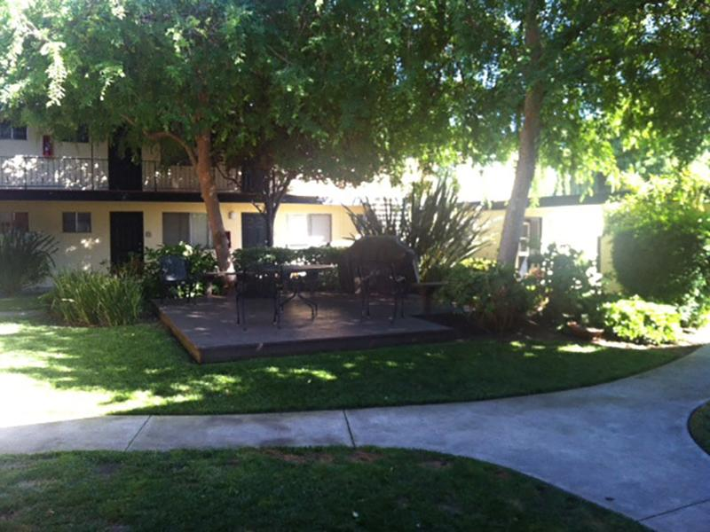 Courtyard | Woodside Place
