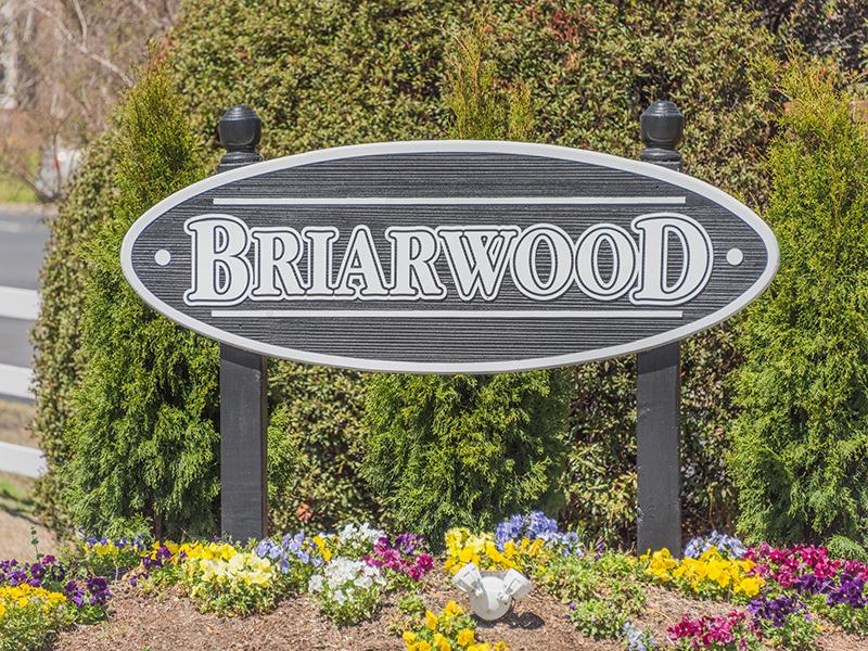 Welcome Sign   Briarwood Apartments