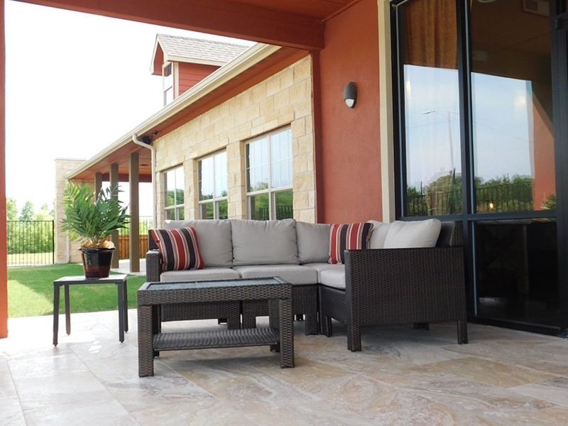 Outdoor Seating | Woodlands of Denton Apartments
