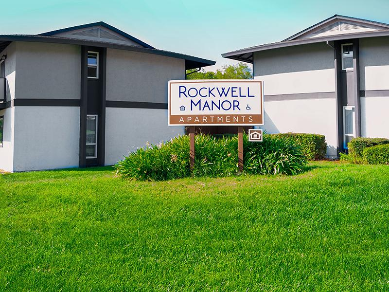 Monument Sign | Rockwell Manor