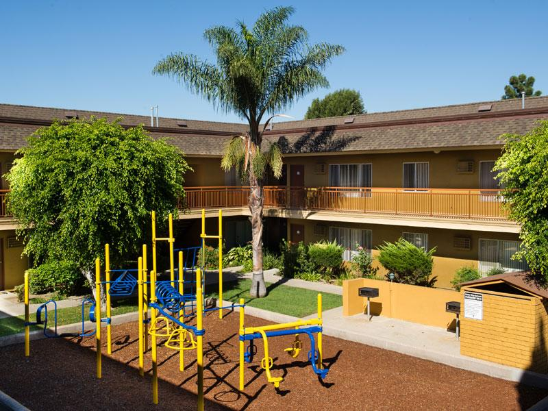 Chatham Village Apartments in Tustin , CA