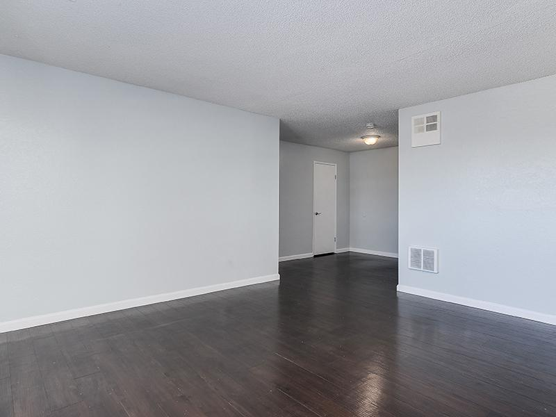 Living Room | SeaBreeze Apartment Homes