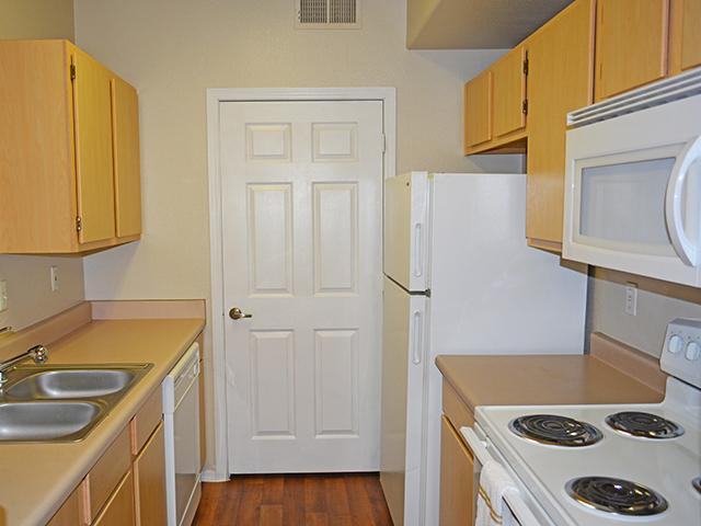 Kitchen | Lindsay Palms Apartments