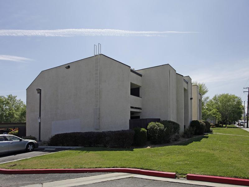 Building Exterior   Palmdale Desert Club
