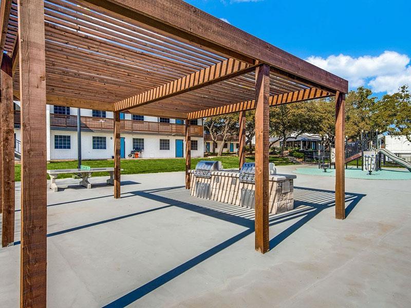 Sky Vue | Grill | Apartments Near San Antonio