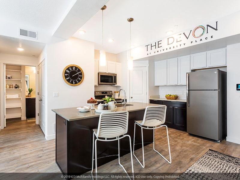 The Devon at University Place | Kitchen