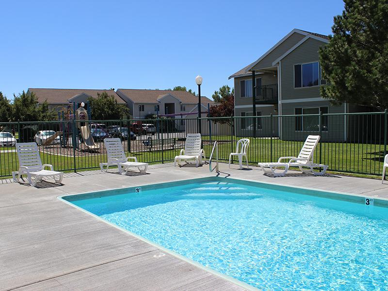Swimming Pool | Chelsea Court Apartments