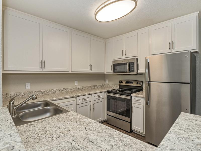 Kitchen | The Vue Apartments in Sacramento, CA