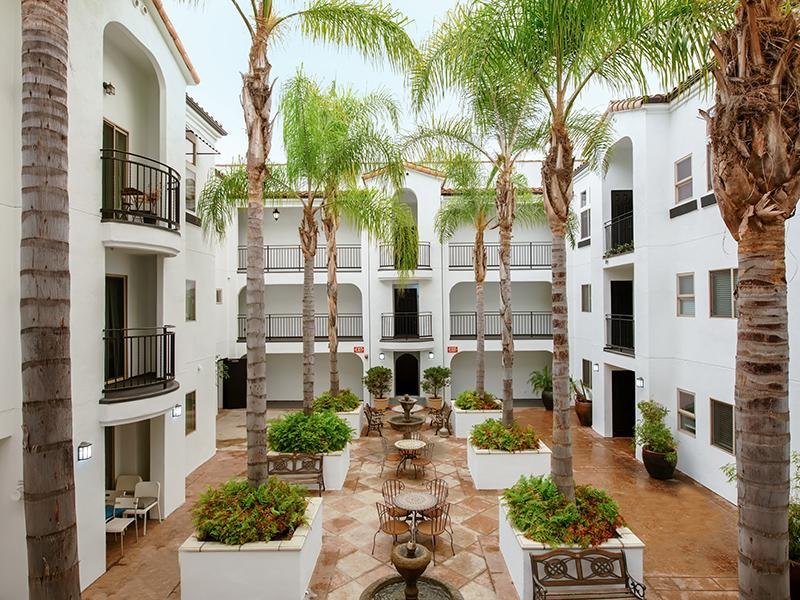 Courtyard | Hollywood View Towers