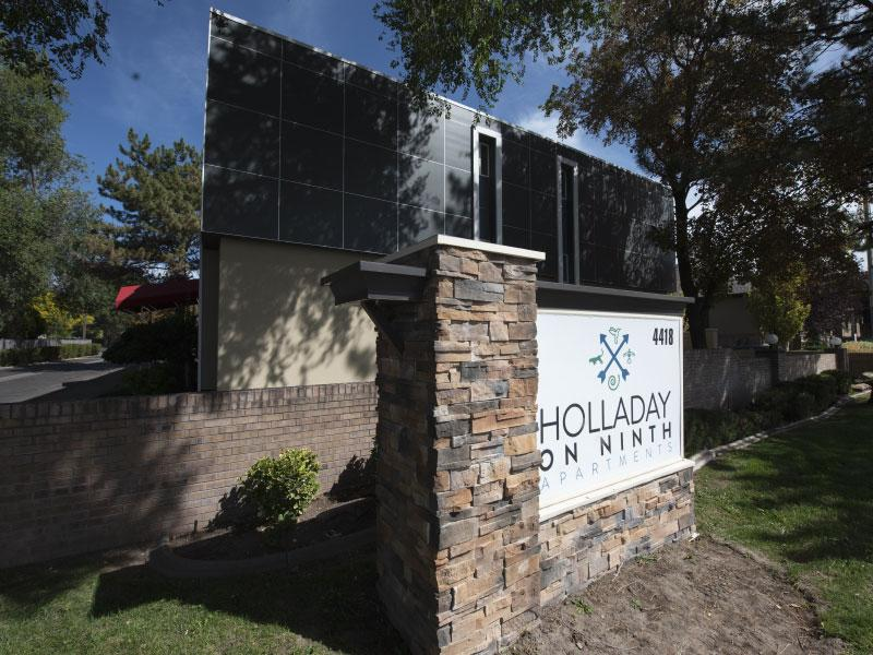 Exterior Building Sign | Holladay on Ninth 84124 Apartments