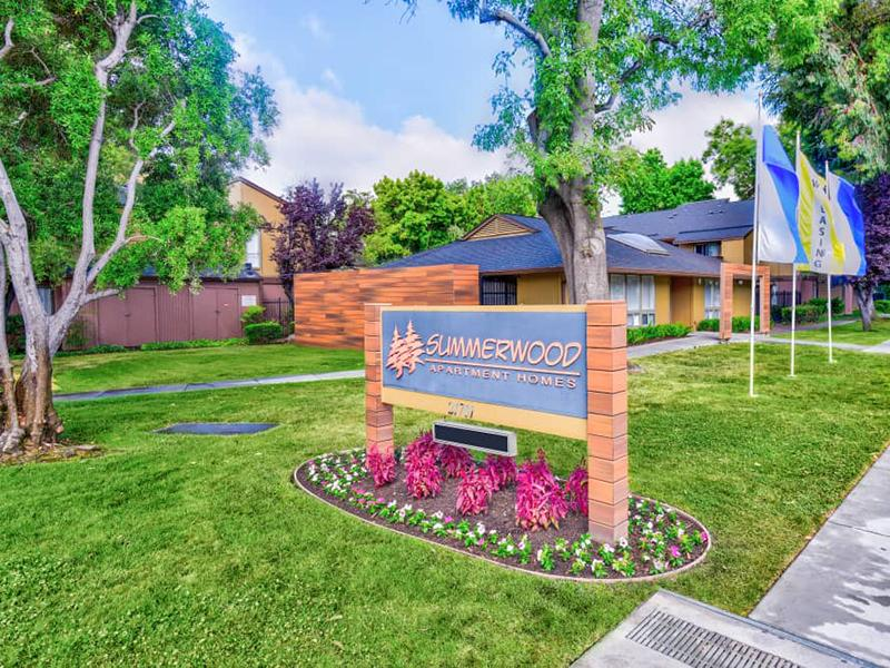 Welcome Sign | Summerwood Apartments