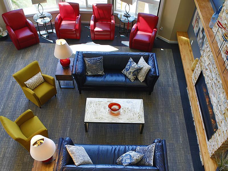 Clubhouse Lounge | V-Esprit Senior Apartments in Aurora Colorado