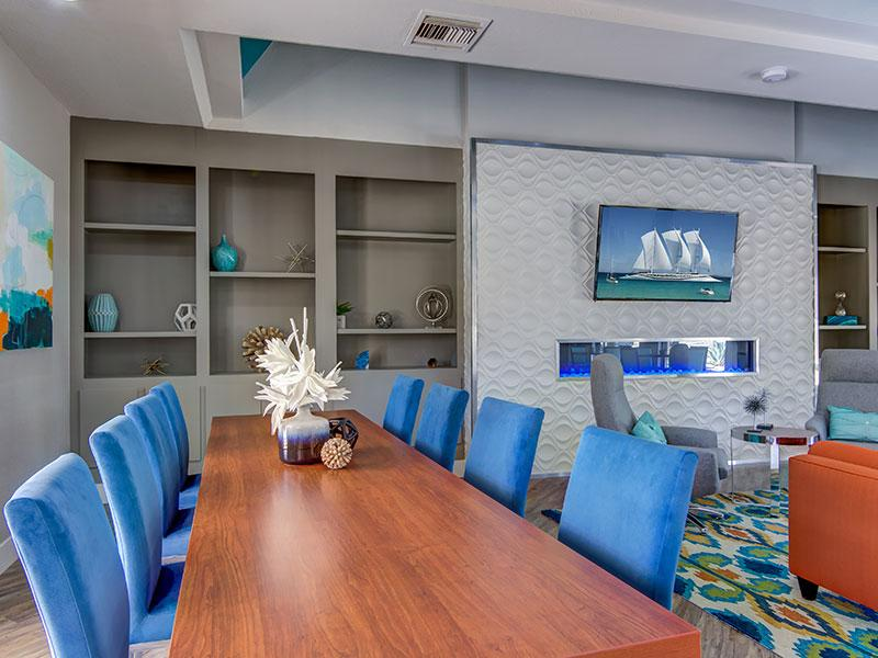 Clubhouse Meeting Table | La Privada Scottsdale Apartments