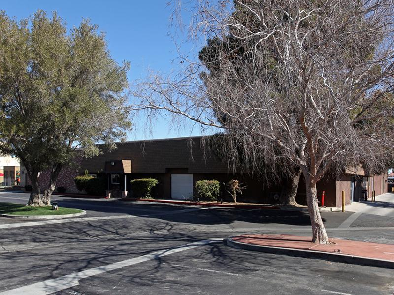 Building Exterior | Arbor Court in Lancaster, CA