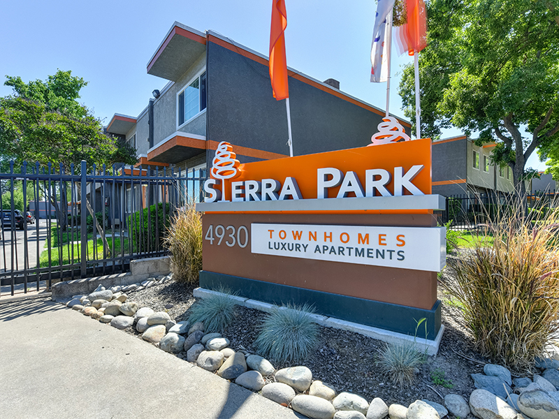Monument Sign | Sierra Park Townhomes