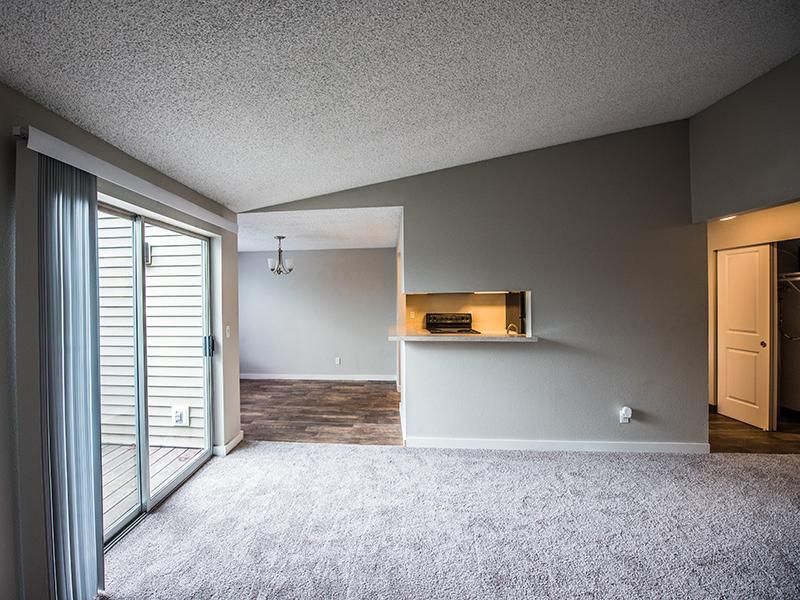 Living Room | Pointe East Apartments