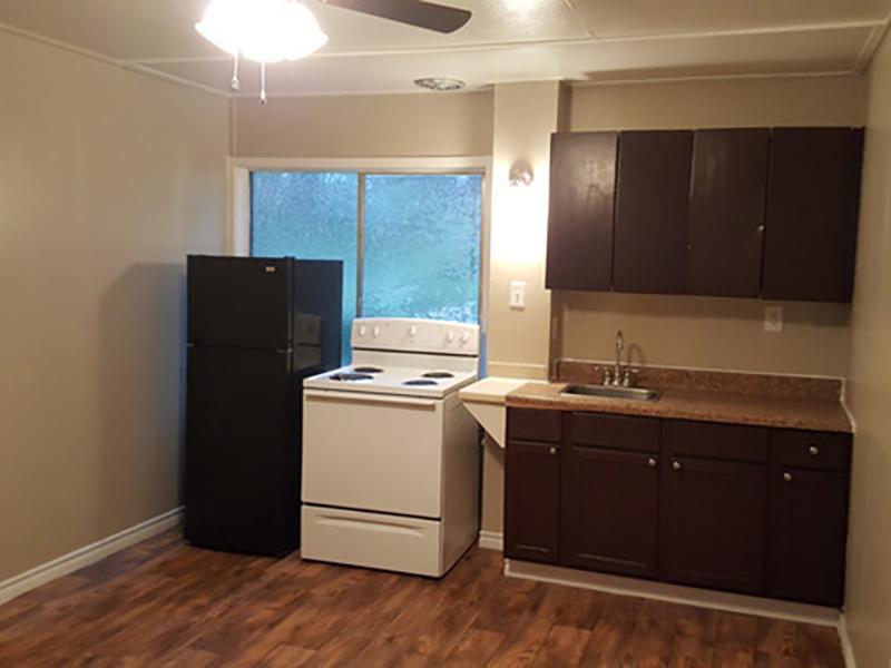 Kitchen | Brick Maze Apartments in Nacogdoches, TX