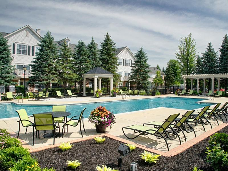 Swimming Pool | Riverun at Naperville