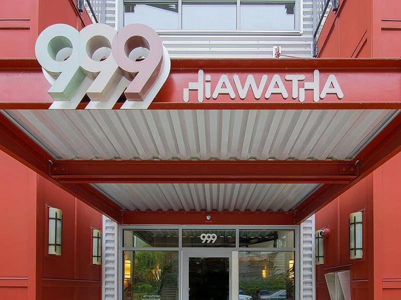 Entrance | 999 Hiawatha