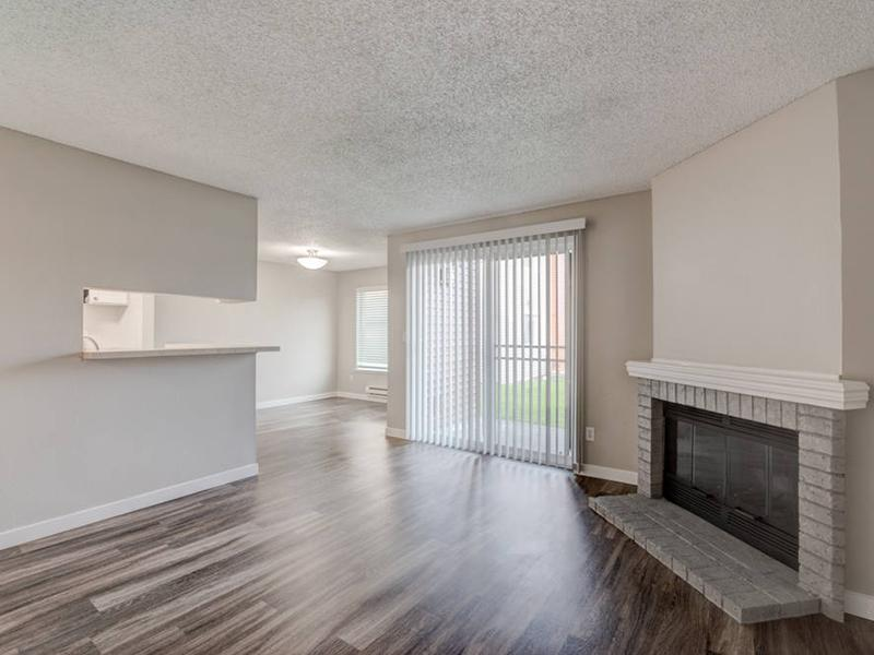 Apartment Living Room | Pointe East Apartments in Fife WA