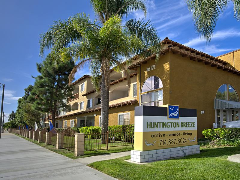 Huntington Breeze Apartments in Huntington Beach,