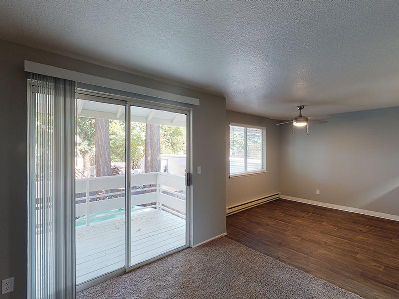 Living Room   Silverwood Apartments in Gresham, OR