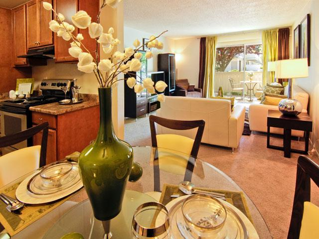 Dining Room | Lakeside Apartments in San Leandro, CA