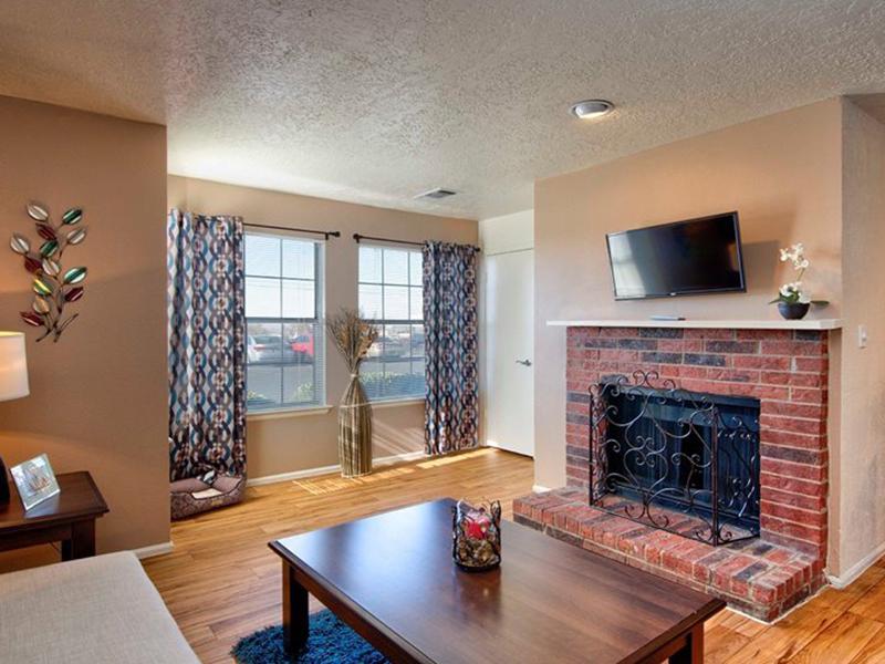 Living Room | Oak Tree Park Apartments