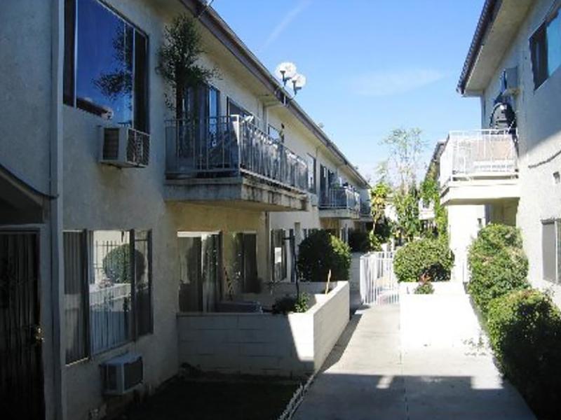 Roscoe Apartments