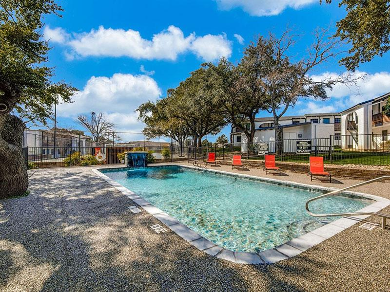 Sky Vue | Pool Overview | Apartments San Antonio