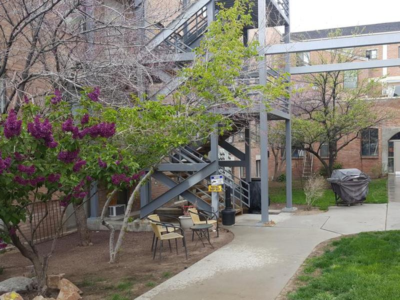 Grill | Courtyard | Kirk Apartments