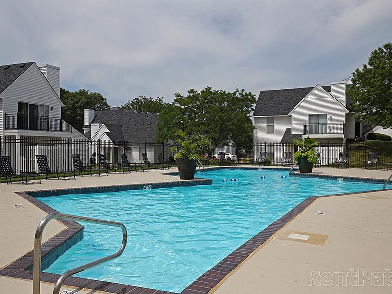 Pool | Pinegate Apartments