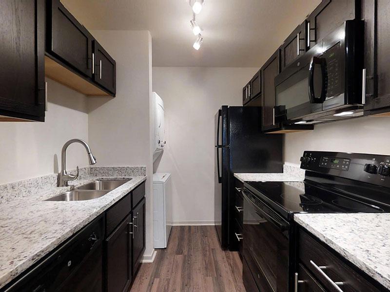 San Antonio Station   Beautiful Kitchen   Apartments Near San Antonio