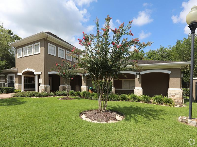 Clubhouse Exterior | The Gateway at Lake Jackson