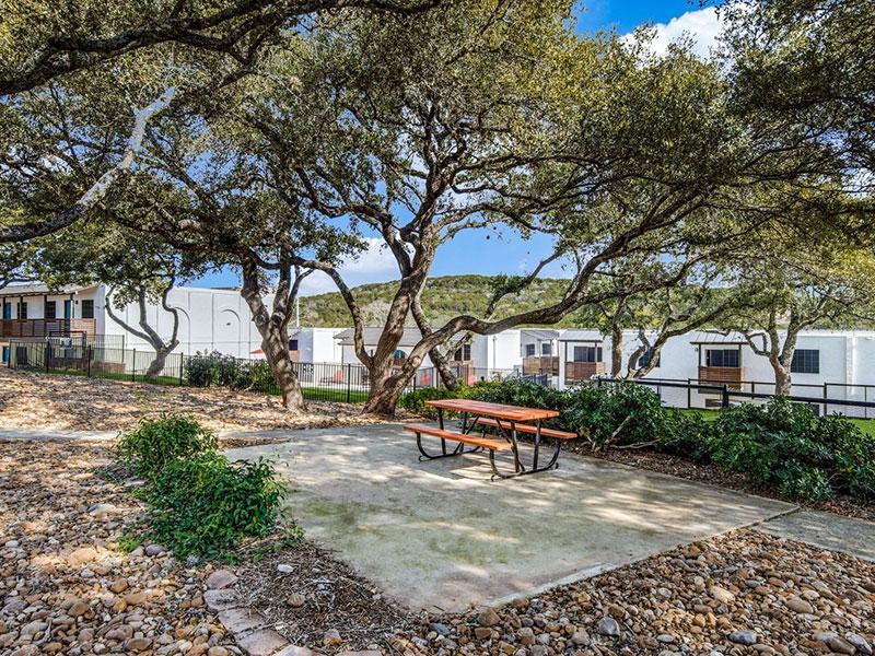 Sky Vue | Beautiful Landscaping | Apartment San Antonio
