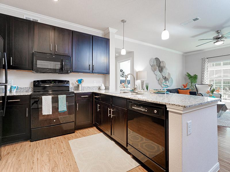 Kitchen | Cascadia Apartments