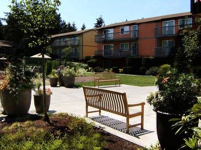 Edgewood Park Apartments in Bellevue, Wa