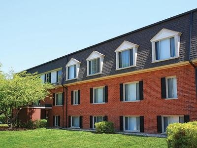 Cypress Place Apartments in Elk Grove Village, IL