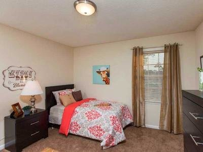 Bedroom | 1 & 2 Bedroom Apartments in Fayetteville