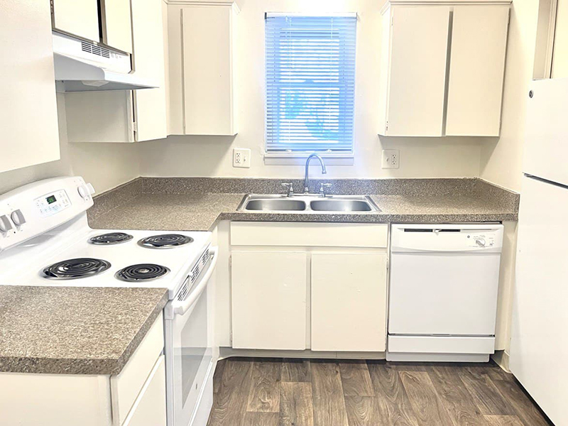 Kitchen | Parkview Terrace Apartments in Thornton, CO