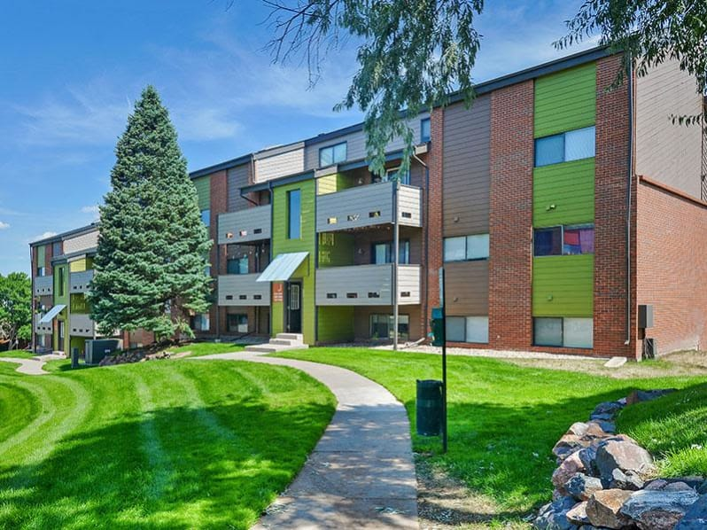 Ascend at Red Rocks Apartments in Lakewood, CO
